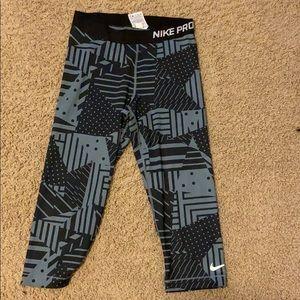 Nike pro dri-fit Capri compression tights